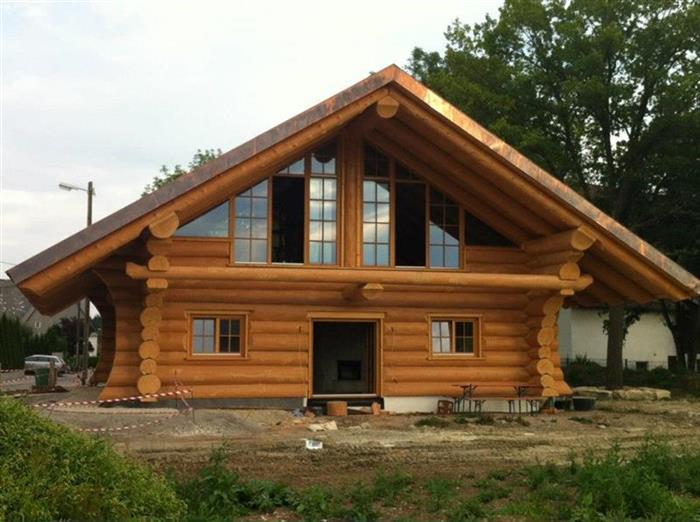 Opteaza pentru cabane din lemn rotund si admira frumusetea for Case de lemn rotund